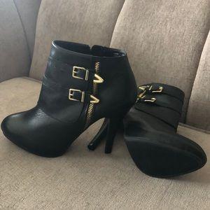 MeToo black leather booties